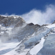 Strong winds blow on Makalu
